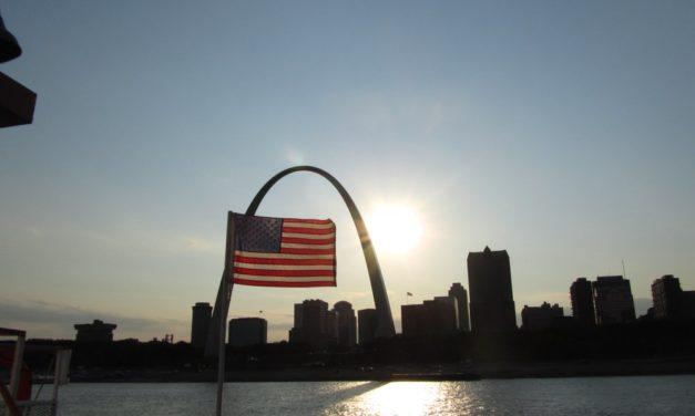 Zentralbank von St. Louis vergleicht Bitcoin mit Bargeld