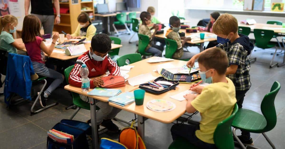Schule: Eine Epidemiologin und ein Kinderarzt über die  Quarantäne-Regeln