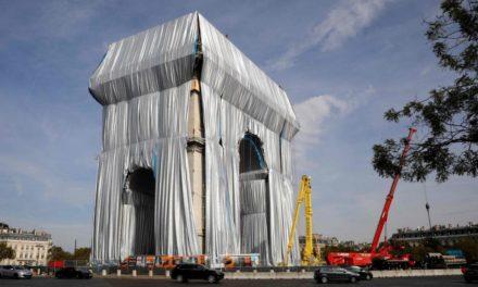 Pariser Triumphbogen ist verhüllt: Christos letztes Werk