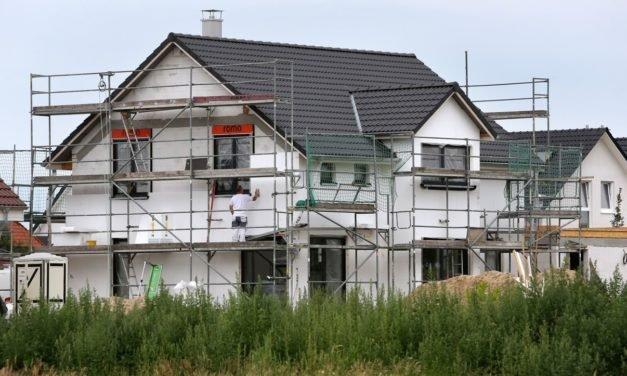 Immobilien: Häuslebauer und Immobilienkäufer nehmen so viel Kredit auf wie noch nie